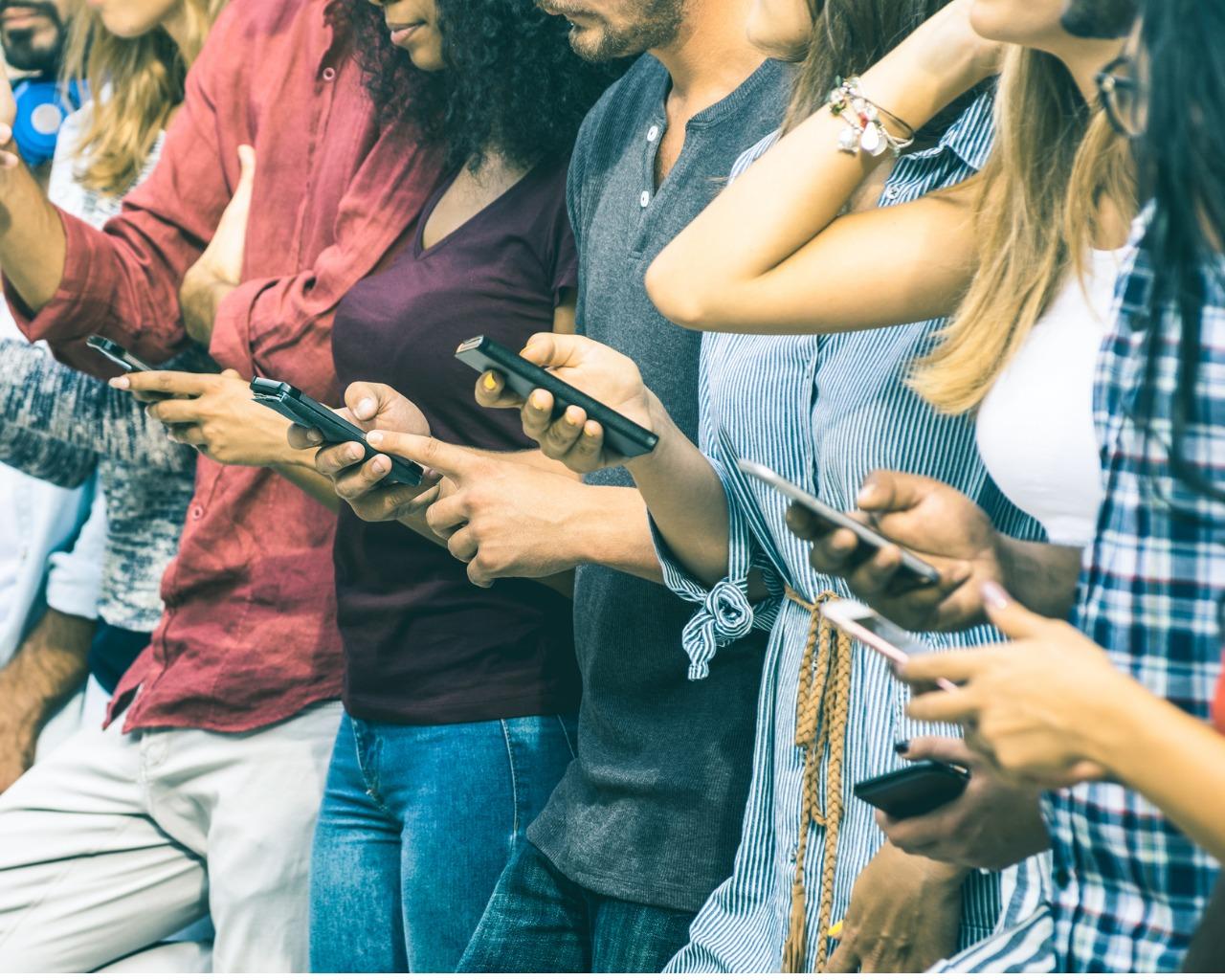 Das Handy ist fast überall dabei. Mobile Internet und Datenschutz.