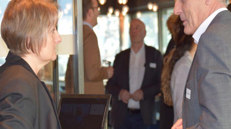 Sandra Schwimberksy im Gespräch mit marcomsuisse Präsident Matthijs Ouwerkerk.